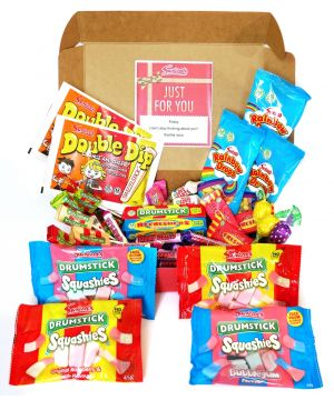 Personalised Retro Red Sweet Hamper 620g